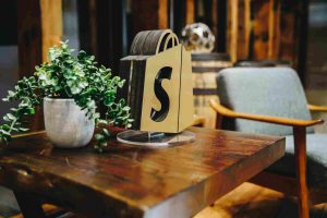Pros and Cons of Using Shopify